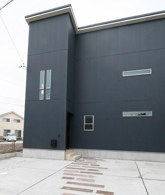 開放的なLDK、ランドリースペースのある家。